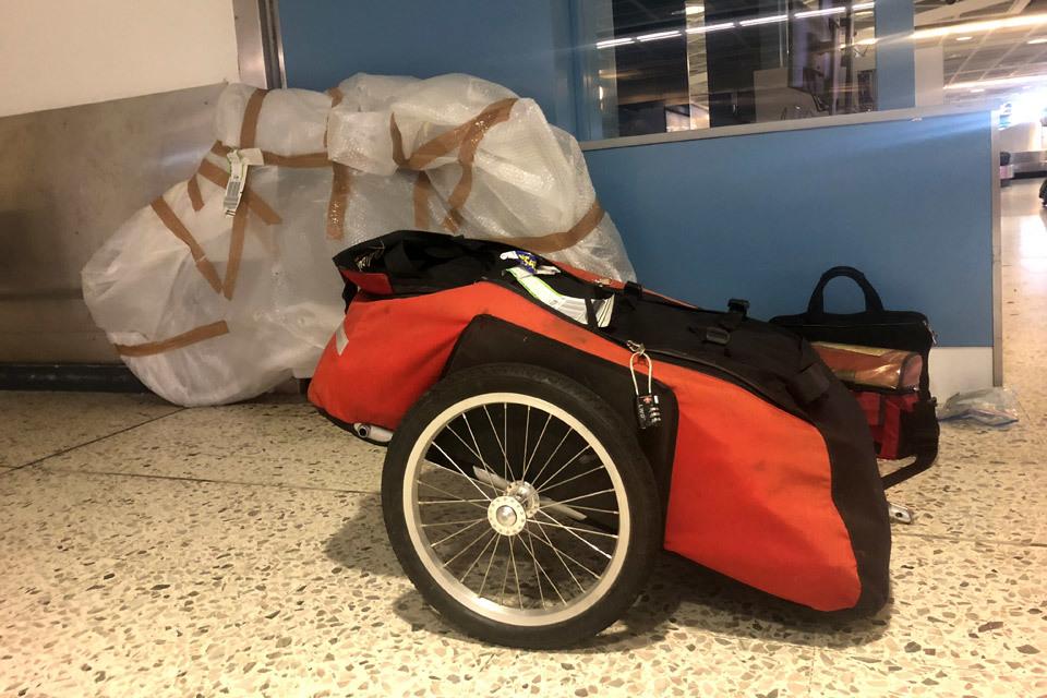Emporter sa remorque de vélo en avion-image