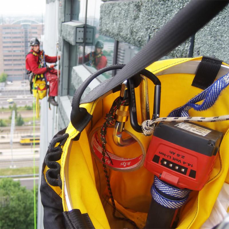 50001 Climbing Bucket Action